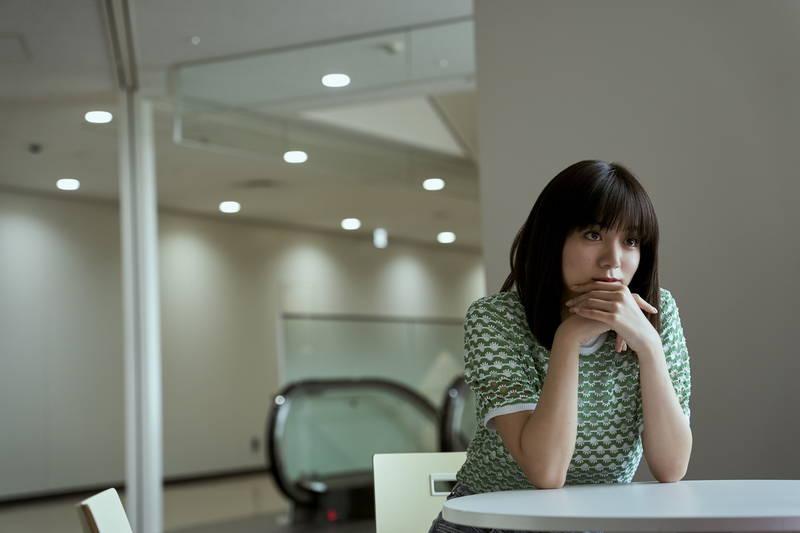 永瀬廉が無気力な表情 池田エライザは冷ややか&笑顔 柄本佑はミステリアス 「真夜中乙女戦争」場面写真