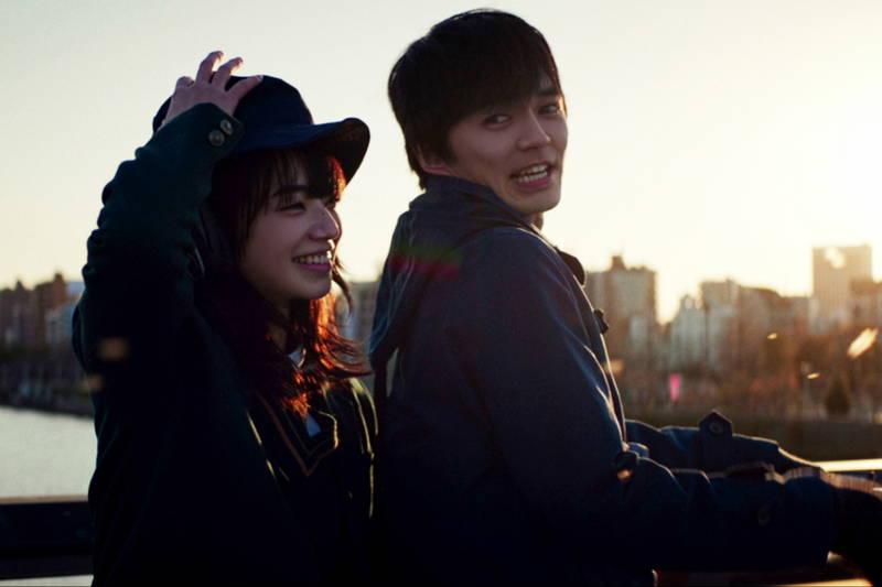 林遣都&小松菜奈 夕日を背にロマンティックな自転車2人乗り 「恋する寄生虫」場面写真