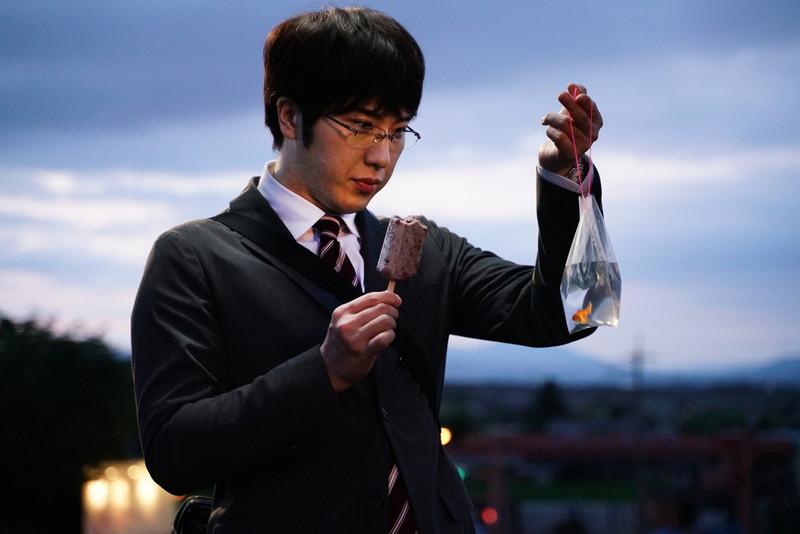 """尾上松也が""""煮干しすくい"""" ポイを持つ姿を百田夏菜子に見られる 「すくってごらん」本編映像"""