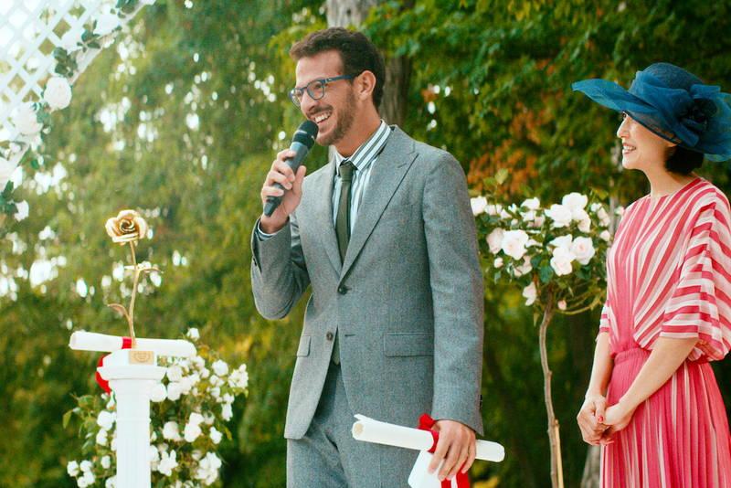 バラ交配に集中するバラ育種家 演じるのはカトリーヌ・フロ 「ローズメイカー 奇跡のバラ」場面写真公開