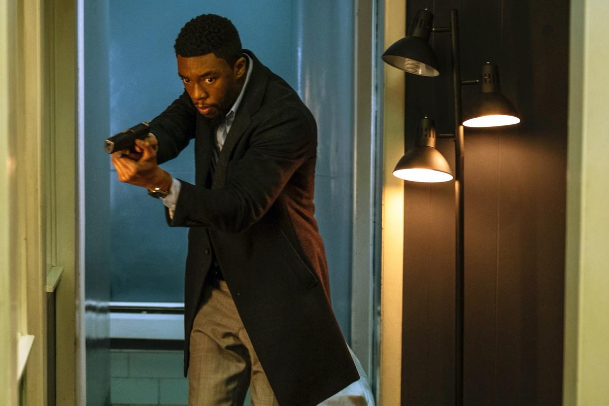チャドウィック・ボーズマンが刑事役 「21ブリッジ」緊迫感あふれる場面写真公開