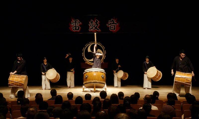 紺野彩夏、久保田紗友和、山之内すずらが迫力の和太鼓演奏 手にマメを作りながら練習 「藍に響け」本編映像