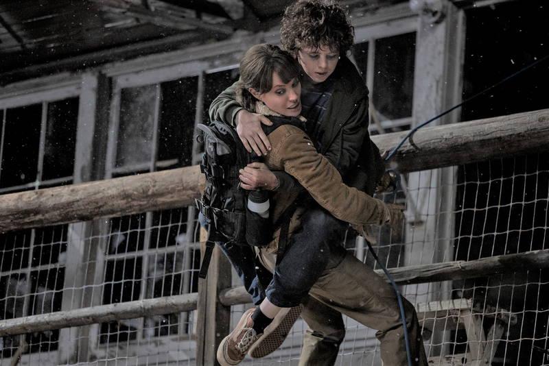 アンジェリーナ・ジョリー、暗殺者と山火事の脅威から少年を守るため戦う 「モンタナの目撃者」9月公開